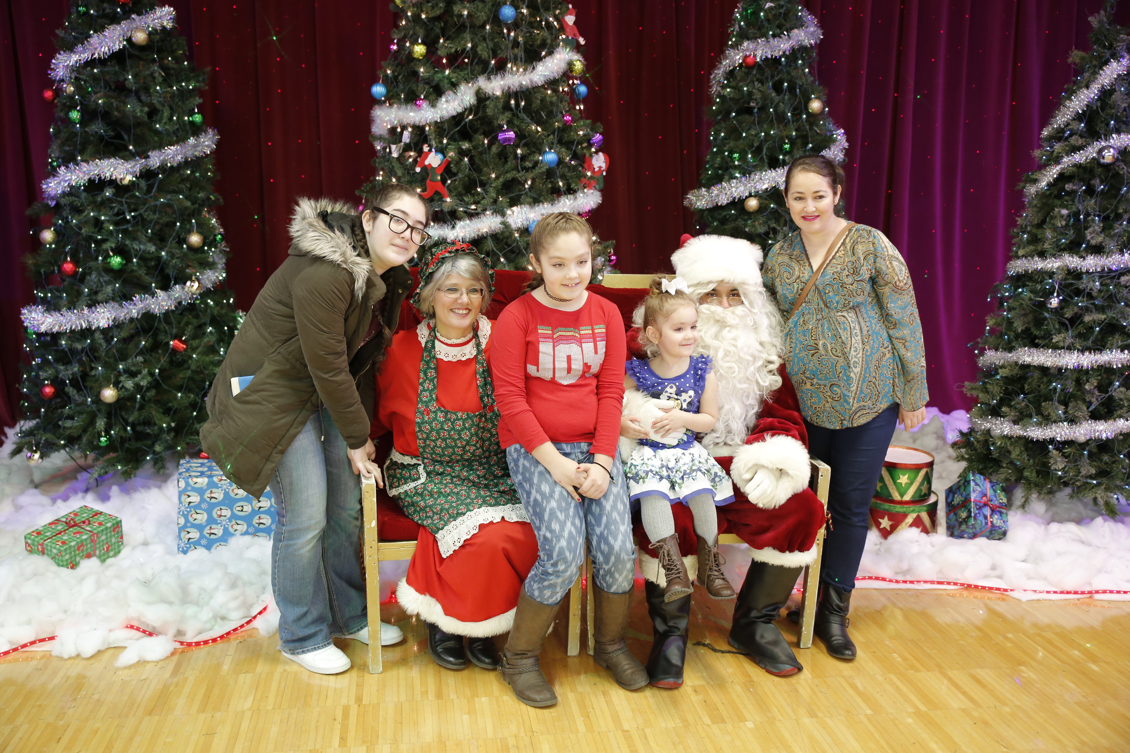 Santa Makes 10th Visit To Cyc Holiday Party Town Of Cicero Il